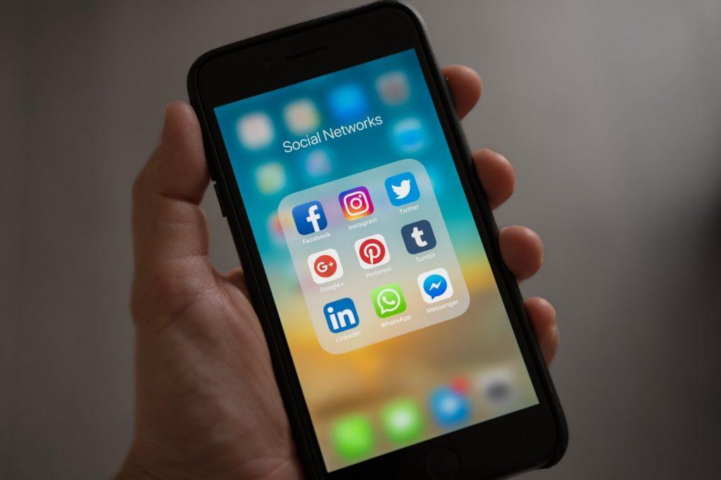 Facebook, YouTube และ Twitter ลบ เนื้อหาที่ไม่เหมาะสม