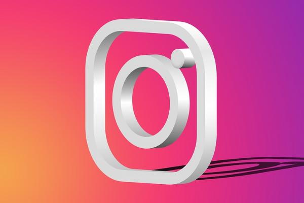Instagram ที่ผู้ใช้งานสามารถแปลข้อความได้มากถึง 90 ภาษา